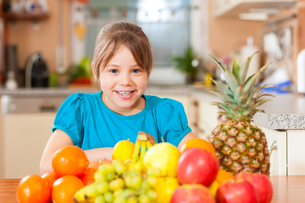 child with a lot of fruitの写真素材 [FYI00845989]