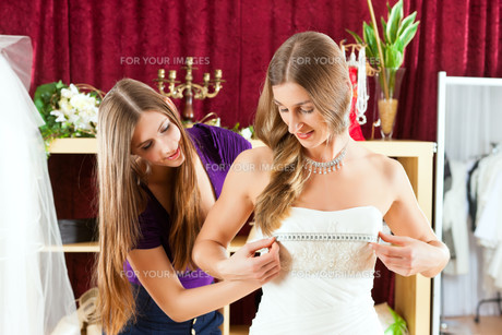 bride with a bridal outfittersの写真素材 [FYI00846333]