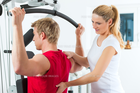 patient at the physiotherapyの素材 [FYI00846990]