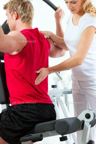 patient at the physiotherapyの素材 [FYI00847013]