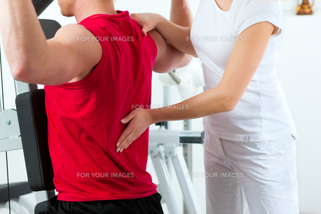 patient at the physiotherapyの素材 [FYI00847063]