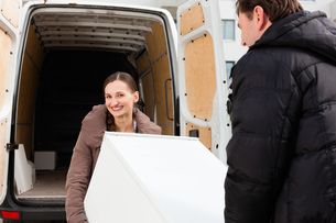 young couple in loading into a moving truckの写真素材 [FYI00847839]