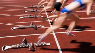 sprint start in blurred motionの写真素材 [FYI00848048]