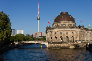 view of the spree to the bode museum on berlin's museum island with the television setの写真素材 [FYI00848196]