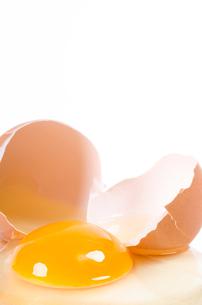 broken raw eggの写真素材 [FYI00848202]