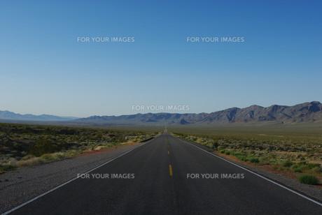 highway 178 towards shoshone,californiaの素材 [FYI00848348]