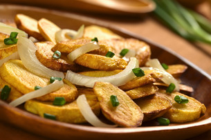 fried potato with onionの写真素材 [FYI00849269]