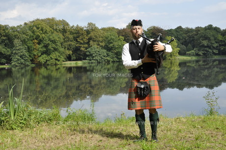 highland games bagpipersの写真素材 [FYI00849602]