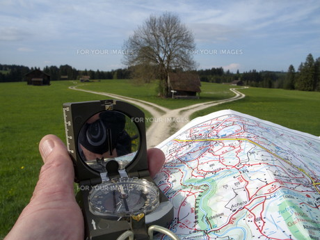 with map and compassの写真素材 [FYI00850971]