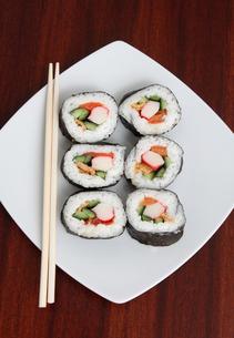 sushi on plateの写真素材 [FYI00851193]