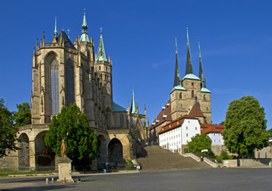 cathedral square in erfurtの写真素材 [FYI00853365]