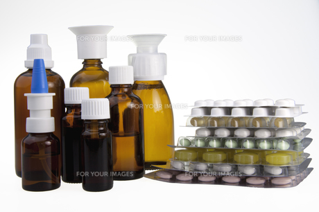 medication bottles,spray and tabletsの写真素材 [FYI00853450]