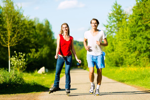 young couple doing sport outdoorsの写真素材 [FYI00854613]