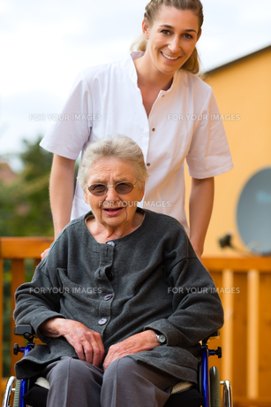 age and care - nurse and a senior citizen with walkerの素材 [FYI00854718]