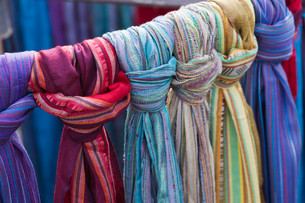 towels at flea marketの写真素材 [FYI00854940]
