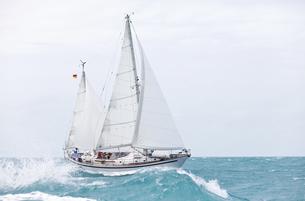 offshore sailingの写真素材 [FYI00855275]