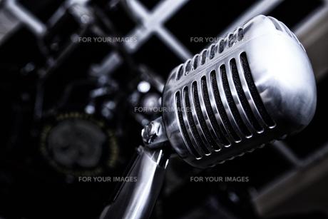 retro microphoneの写真素材 [FYI00855318]