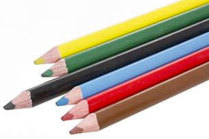colored pencils on white backgroundの写真素材 [FYI00855333]