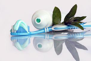 brushing for healthy beautiful teethの写真素材 [FYI00855620]