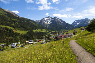 kleinwalsertal in austriaの写真素材 [FYI00855811]