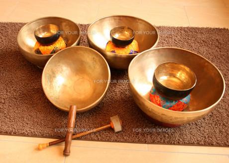singing bowlsの素材 [FYI00856926]
