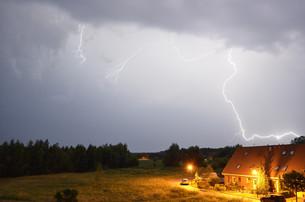 lightning strikeの写真素材 [FYI00857065]