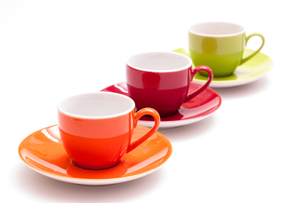 three colorful coffee cups in a rowの素材 [FYI00857342]