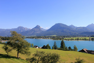 wolfgang in the salzkammergut in austriaの写真素材 [FYI00857349]