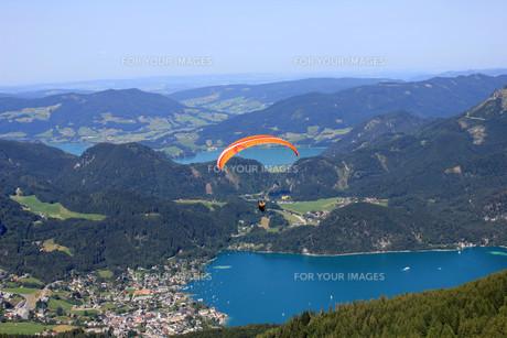 paragliding on zw?lferhornの写真素材 [FYI00857890]