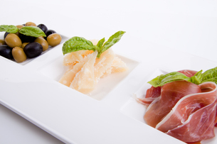 mixed appetizer plate with parma parmesan tomato olives onの写真素材 [FYI00859501]