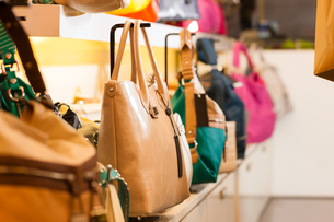bags in a retail storeの写真素材 [FYI00860336]