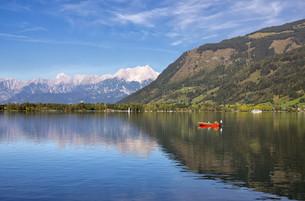 sport fishing on the zellerseeの写真素材 [FYI00861086]