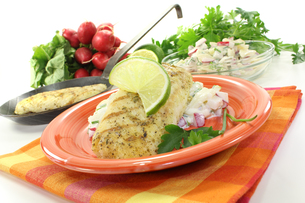 hake with parsleyの写真素材 [FYI00862620]