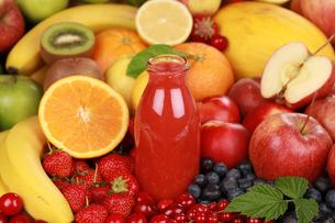 fresh red fruit juicesの写真素材 [FYI00862629]
