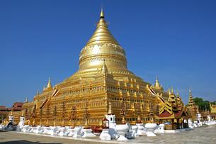 shwezigon pagoda,bagan,myanmarの写真素材 [FYI00864423]