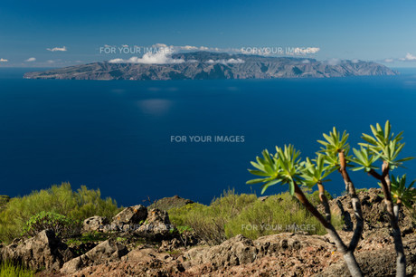 gomera in the distanceの写真素材 [FYI00865042]