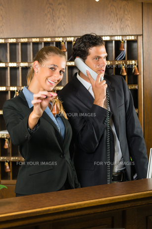 reception at the hotel - receptionistの写真素材 [FYI00865230]
