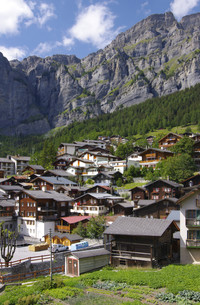 leuckerbad - swiss village in the mountainsの写真素材 [FYI00865373]
