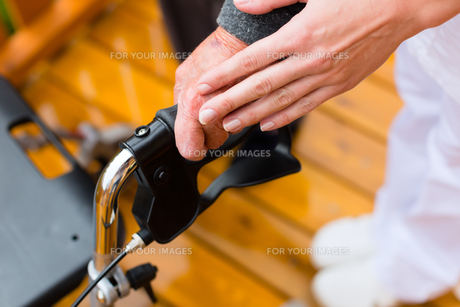 age and care - nurse and a senior citizen with walkerの素材 [FYI00866000]