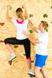 woman and man climbing in climbing gymの写真素材 [FYI00866029]