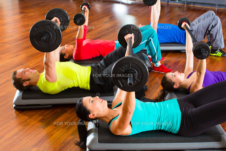 group with weight training in the gymの写真素材 [FYI00866487]