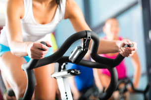 people at spinning at a gymの写真素材 [FYI00866501]