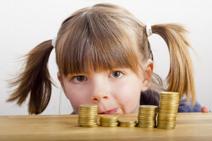 girl looking at money towersの写真素材 [FYI00866577]