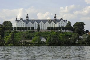 plon castle on the lake pl?nの写真素材 [FYI00866960]