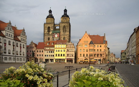 market square and town hall in wittenbergの写真素材 [FYI00866992]