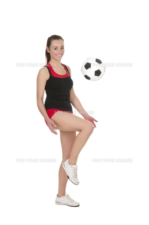 young woman playing soccerの写真素材 [FYI00867002]