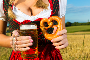 female body without head with beer and pretzelの写真素材 [FYI00867046]