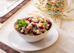 herring salad with beetroot - selective sharpness-deepの写真素材 [FYI00867222]