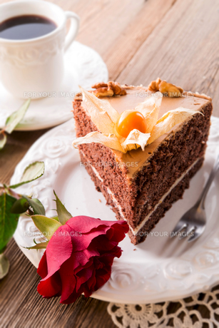 cake with rosesの写真素材 [FYI00867290]