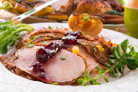roasted turkey - selective focusの写真素材 [FYI00868922]